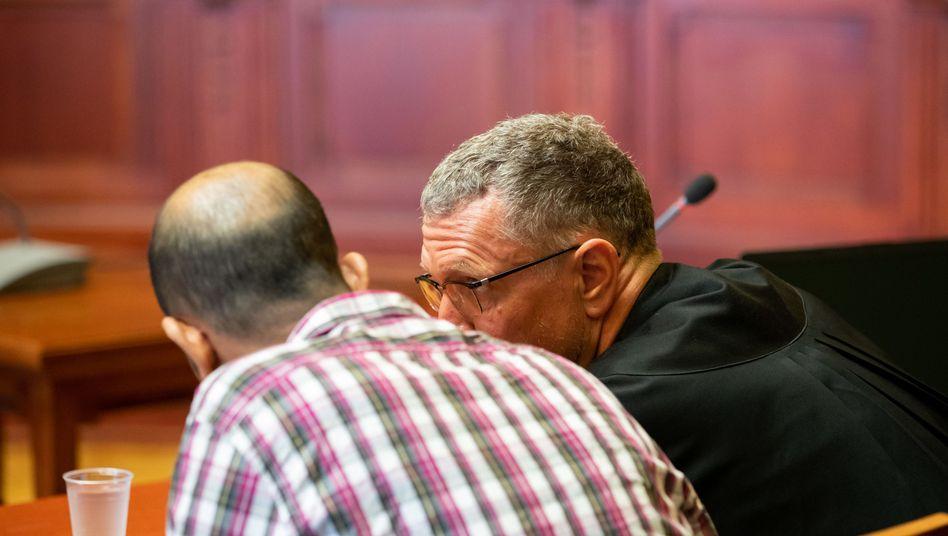 Angeklagter im Landgericht Bayreuth: Boujemaa L. hat gestanden, die Tramperin Sophia getötet zu haben