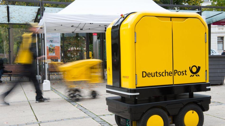"""Zustellroboter """"PostBOT"""" bei Test in Bad Hersfeld"""
