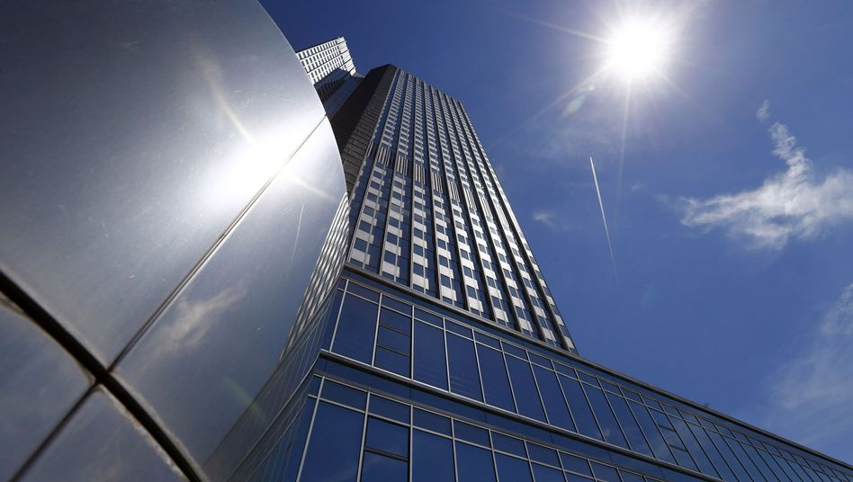 EZB in Frankfurt: Draghis Billionen-Euro-Experiment hat begonnen