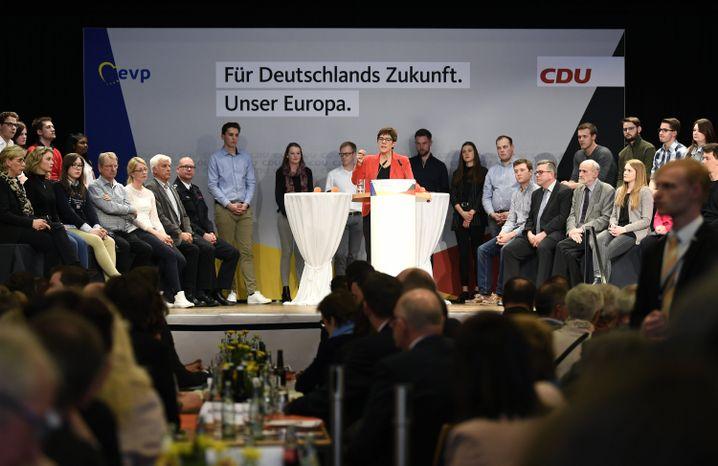 CDU-Chefin Kramp-Karrenbauer spricht bei der Europawahlkampfveranstaltung in Eslohe