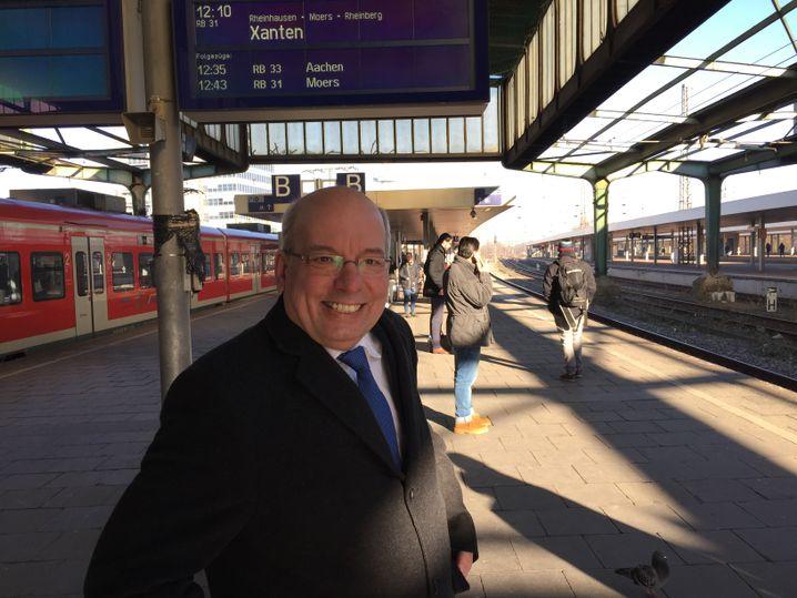 Rainer Wendt am Bahnhof in Duisburg