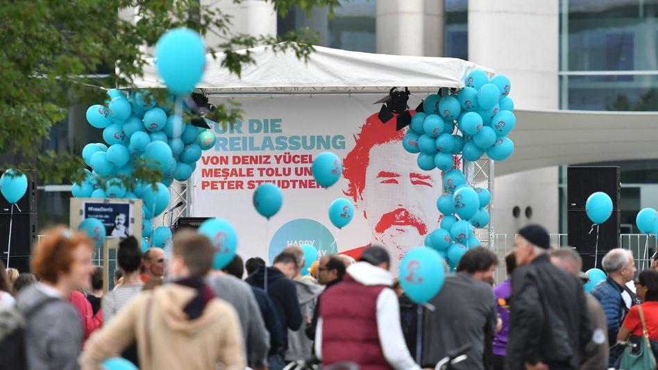 Kundgebung für die Freilassung von Deniz Yücel in Berlin