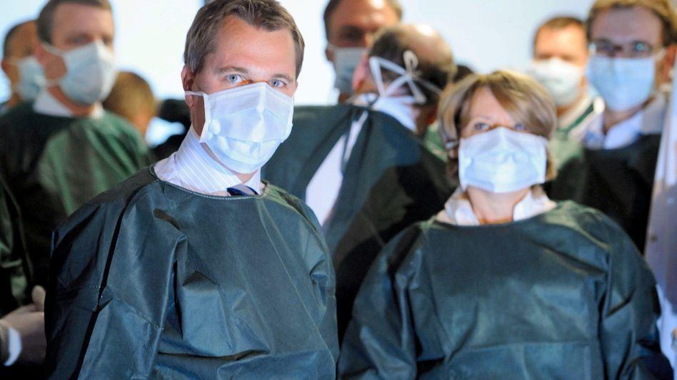 """Gesundheitsminister Bahr (im Hamburger UKE): """"Was machen die eigentlich?"""""""