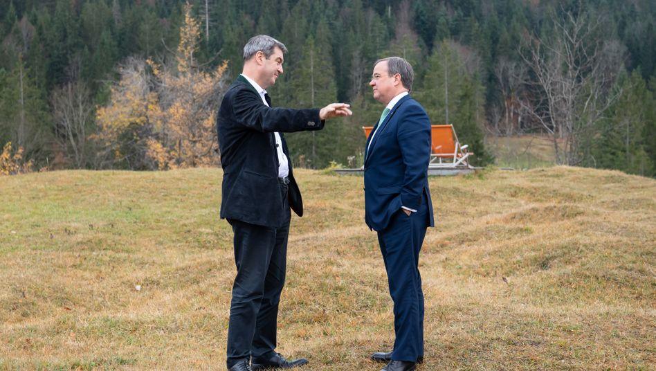 Söder, Laschet (Archivbild): Im Hintergrund wird heftig um eine Entscheidung gerungen