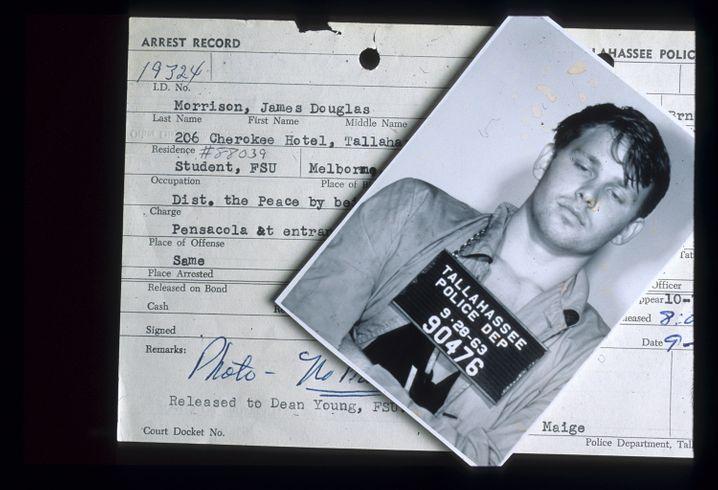 »Mugshot«: Dieses Bild machte die Polizei 1963, da hatte Morrison gerade mit dem Studium begonnen. Viele weitere Begegnungen mit Polizeifotografen sollten noch folgen.