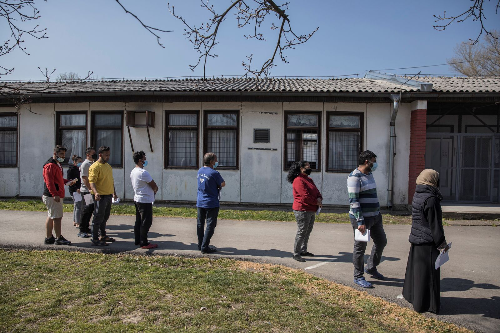 Serbia starts vaccination of migrants against COVID-19