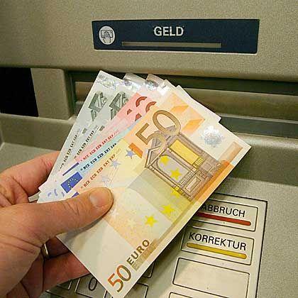 Geld aus dem Automaten: In Russland sind solche Maschinen von Kriminellen manipuliert worden