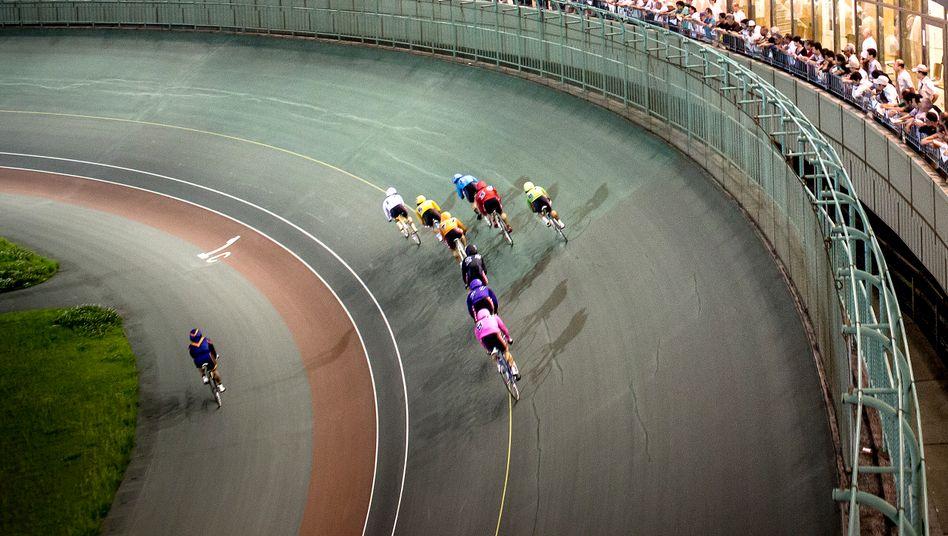 2015 im Velodrom von Kawasaki: Wer die Augen zukneift, könnte meinen, er blicke auf eine Pferderennbahn