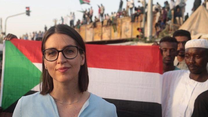 Video (1:51) »Sie lassen sich die Revolution nicht mehr nehmen« SPIEGEL-Redakteurin Katrin Kuntz über die friedlichen Proteste und die angespannte Situation in Sudans Hauptstadt Khartum.