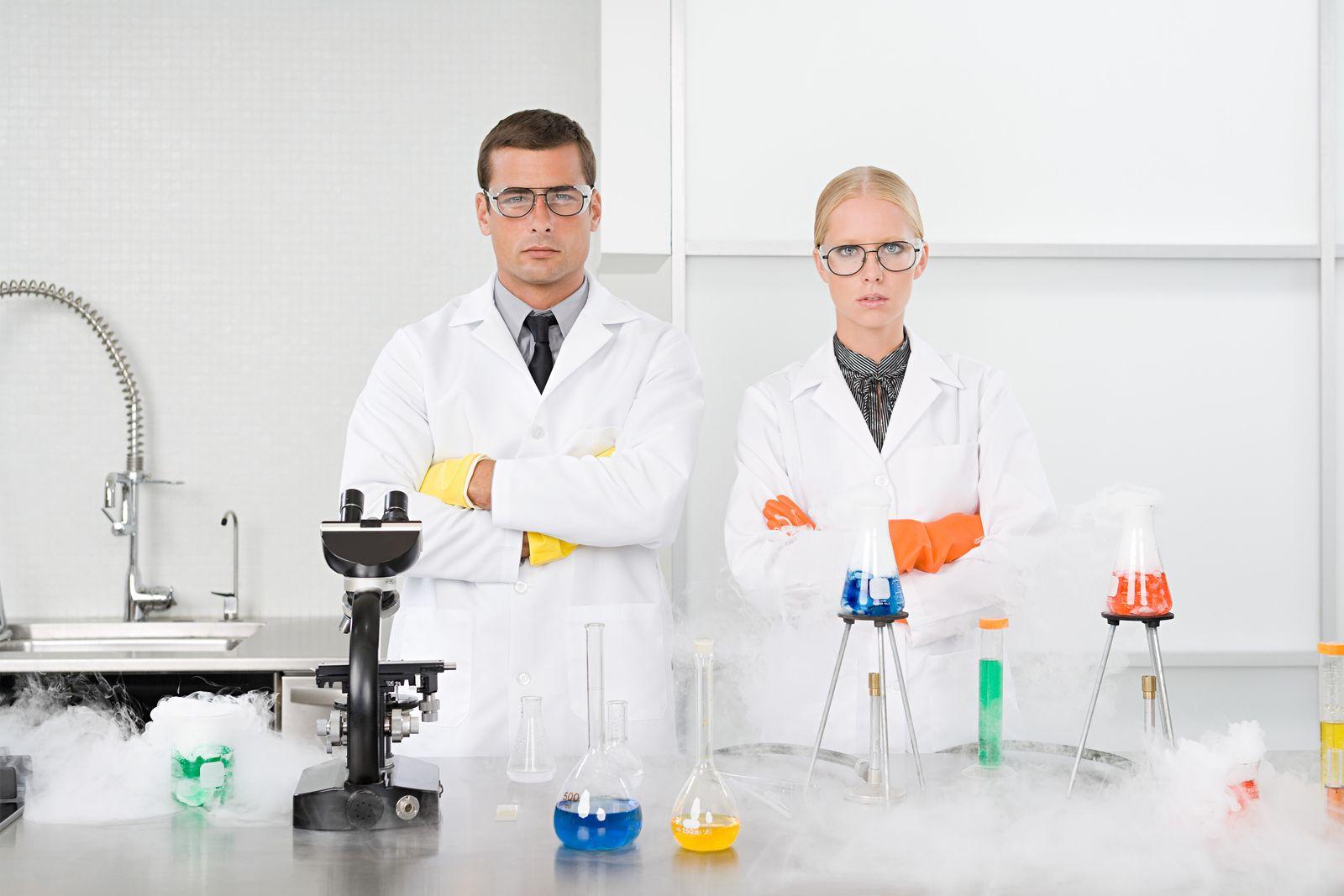 NICHT MEHR VERWENDEN! - Wissenschaftler/ Labor / Frauen