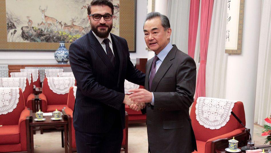 Afghanischer Sicherheitsberater Hamdullah Mohib, Chinas Außenminister Wang Yi