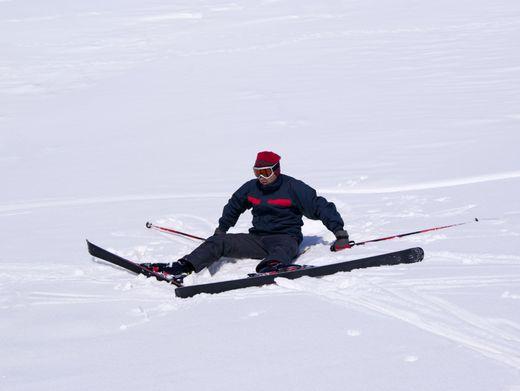 Skifahren: Die Muskeln an Rumpf und Beinen sollten dafür einigermaßen trainiert sein