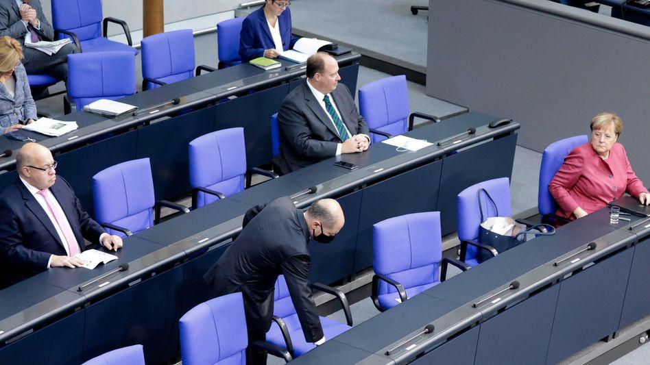 Regierungsbank im Bundestag: Die Zukunft kommt immer schneller auf uns zu. Politik, die für die Jungen gut ist, ist für alle gut