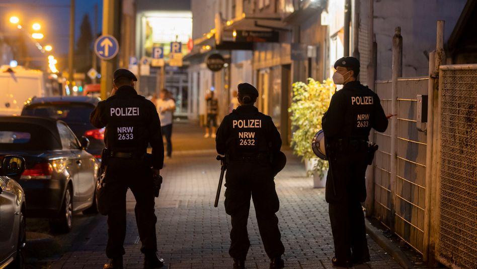Unter anderem in Duisburg ging die Polizei am Samstagabend mit einer Großrazzia gegen mutmaßliche Clankriminalität vor