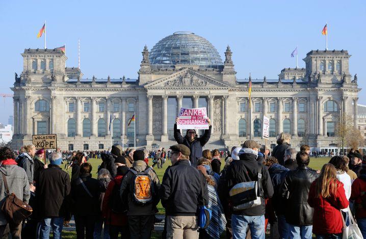 Protest vor dem Reichstag: Ärger mit Ökonomen-Appell