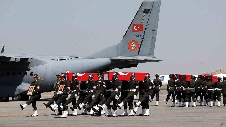 """Türkische Armee überführt Opfer des PKK-Hinterhalts: """"Zeit des Redens ist vorbei"""""""