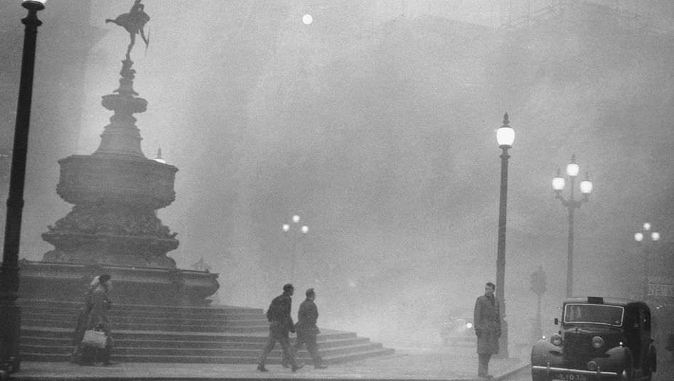 Starker Nebel am Piccadilly Circus in London am 6. Dezember 1952