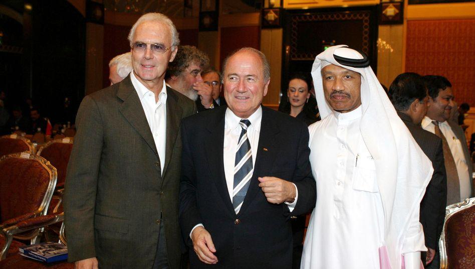 Beckenbauer (l.), Blatter (M.), Bin Hammam: Gemeinsame Geschäfte