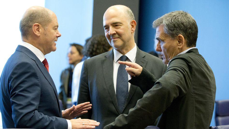 Bundesfinanzminister von Deutschland, Pierre Moscovici, EU-Finanzkommissar, und Euklid Tsakalotos, Finanzminister von Griechenland (Symboldbild)