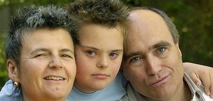 Arzt Bernhard Moeller mit seiner Frau Isabella und Sohn Lukas