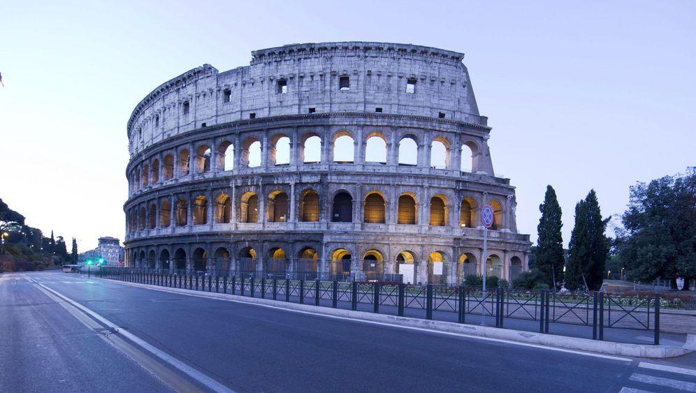 Schutz vor Abgasen in Rom: Kolossale Absperrung