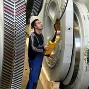 Ingenieur bei der Arbeit: Immer höhere Abgaben