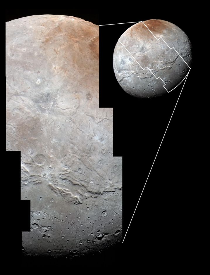 Charons Kraterlandschaft (oben) wird in der Mitte des Mondes von tiefen Schluchten unterbrochen
