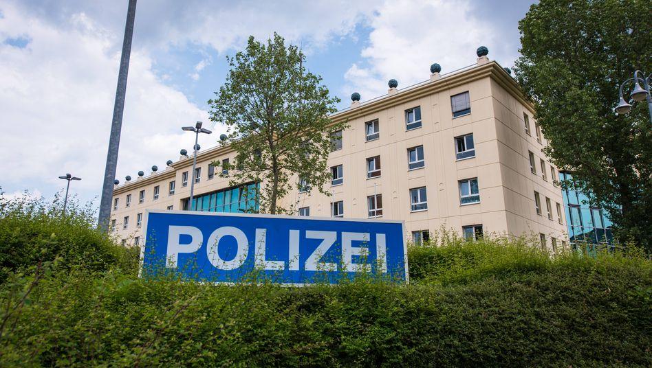 Polizeiinspektion Gotha:Dem Kollegen im Streifenwagen Sexvideos vorgespielt