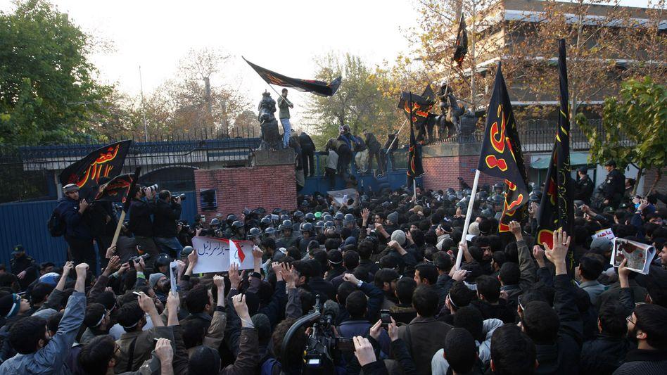 Stürmung der britischen Botschaft im Jahr 2011: Die Vertretung soll wieder öffnen