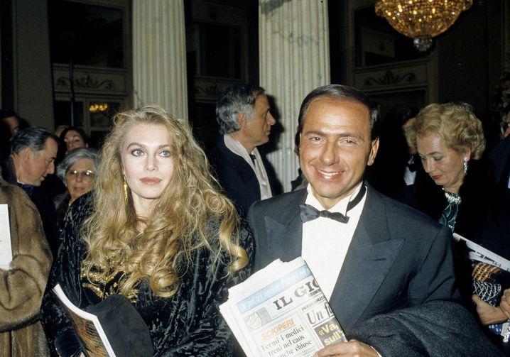 Silvio Berlusconi Anfang der Neunziger mit seiner damaligen Frau Veronica Lario