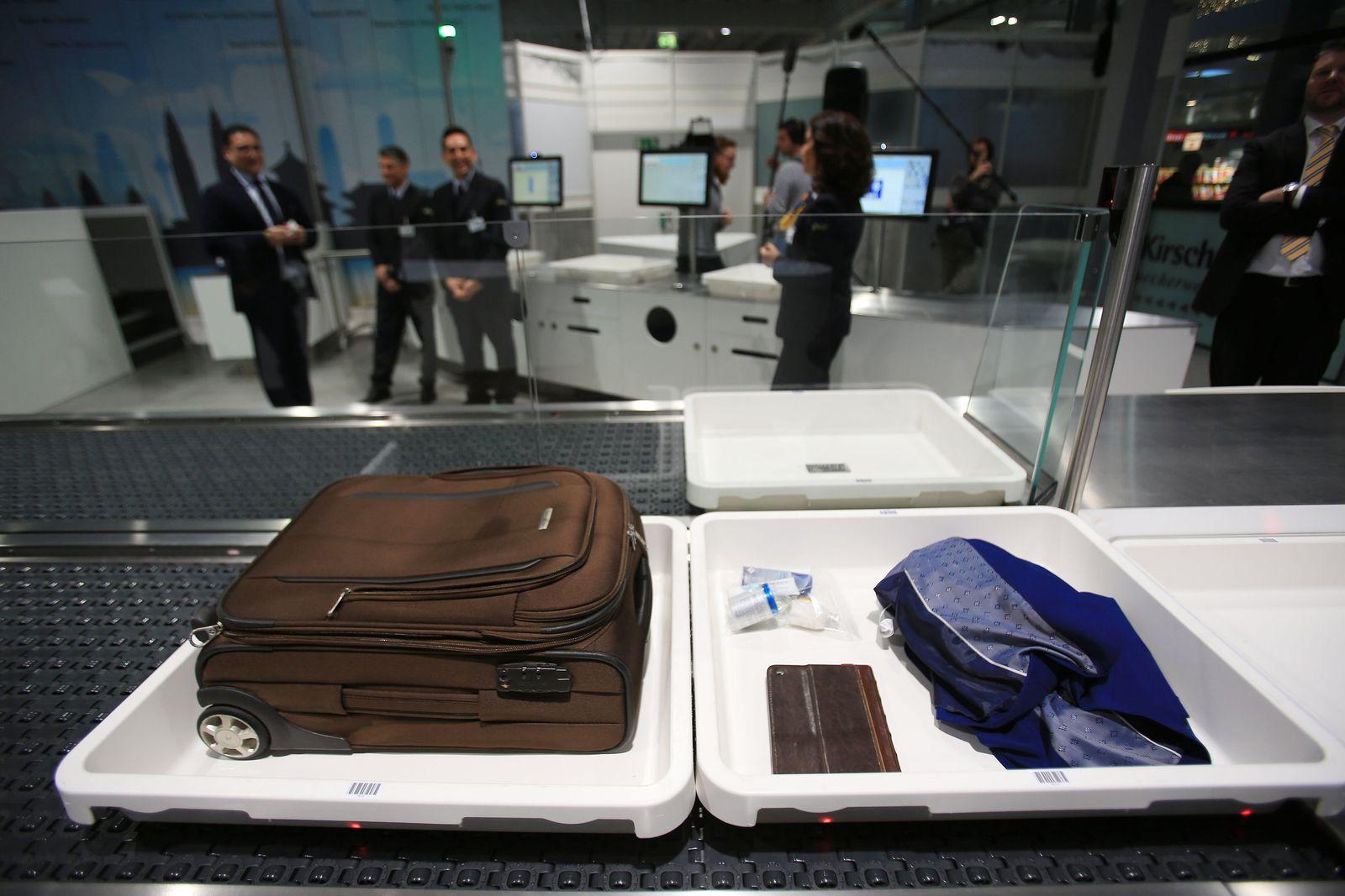 Probe eines neues Systems bei Flughafen-Sicherheitskontrollen