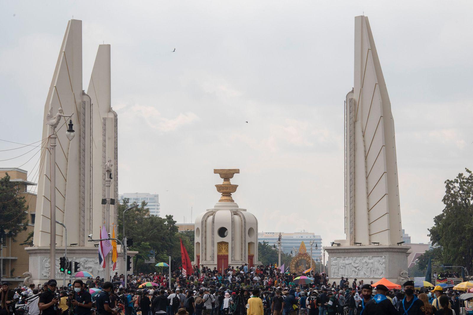 Großdemonstration gegen Regierung und Monarchie in Thailand