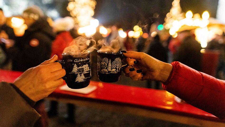 Fernziel Weihnachten: Ob es unterm Tannenbaum unbeschwert zugehen wird, darüber entscheiden die Bürger am Ende selbst