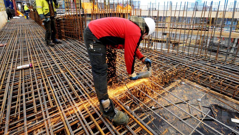 Bauarbeiter (Symbolbild): Erhöhung des Kurzarbeitergelds von 60 beziehungsweise 67 Prozent auf 80 beziehungsweise 87 Prozent gefordert