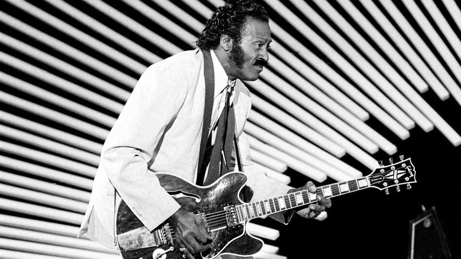 """Chuck Berry beim """"duck walk"""" (1980)"""