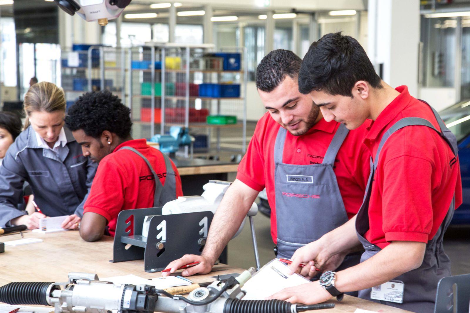 Flüchtlinge / Arbeit / Porsche / Ausbildung