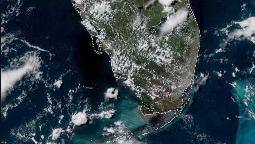 Floridas Küsten mit Algenblüte