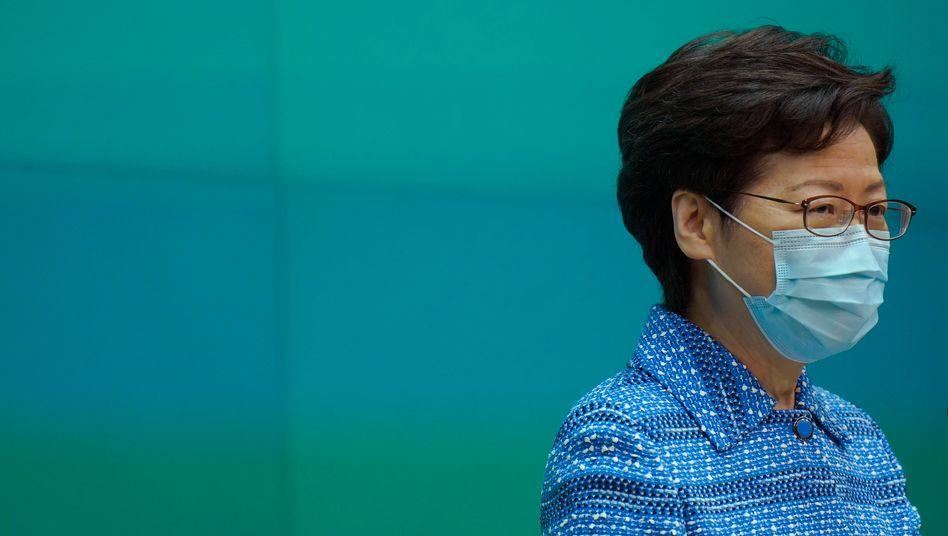 Zu große Nähe: So lautet die Kritik an Hongkongs Regierungschefin Carrie Lam zu Chinas Regierung