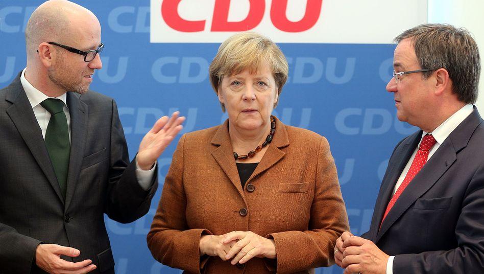 Kanzlerin Merkel in der CDU-Zentrale, links Generalsekretär Tauber, rechts NRW-Landeschef Laschet: Ende eines Politikstils?