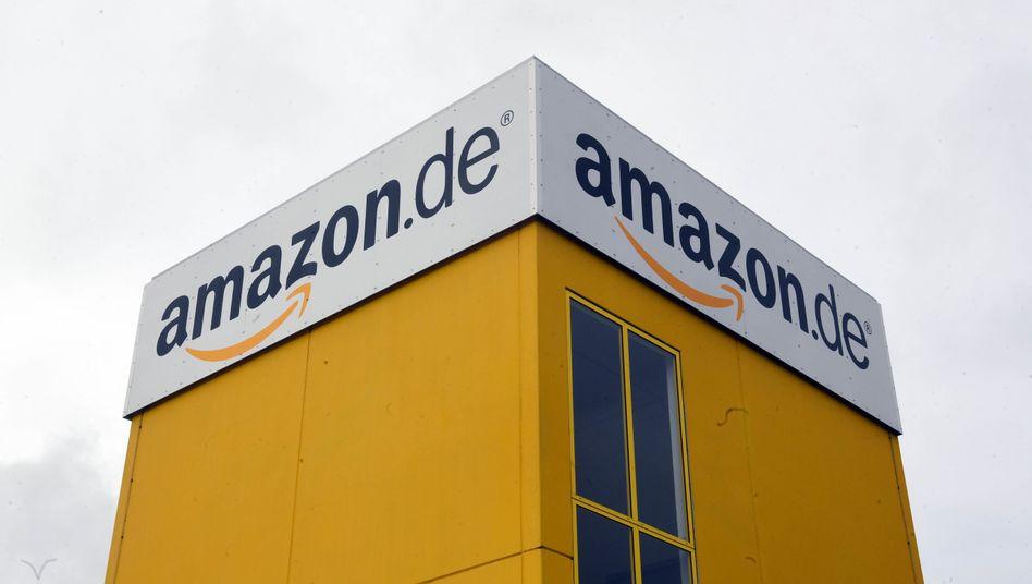 Amazon Logo am Logistikzentrum Pforzheim