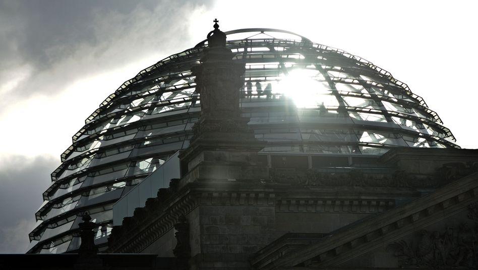 Dunkle Wolken über dem Bundestag: Zwergen-Opposition gegen Riesen-Regierung