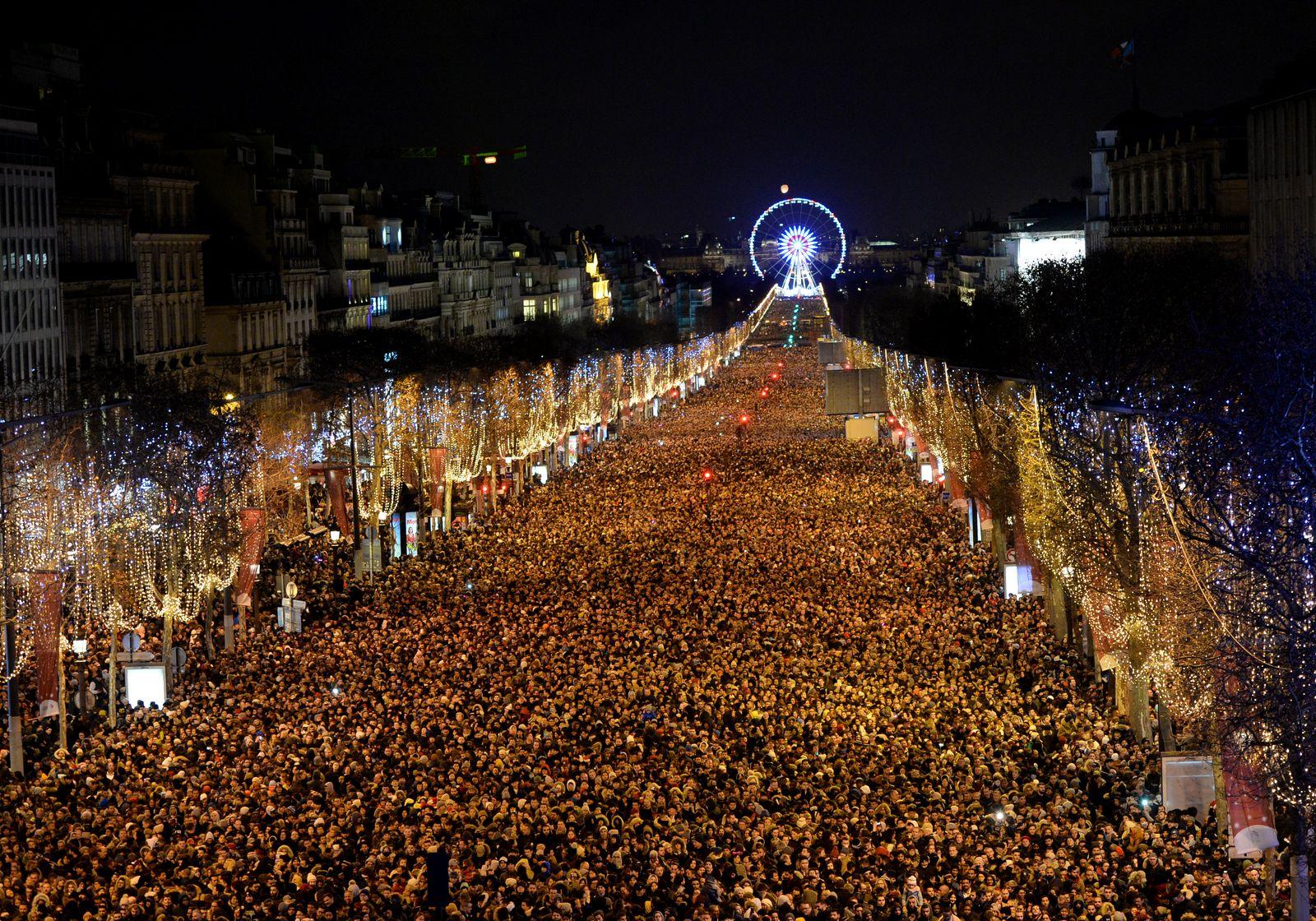 Paris/ Champs-Elysees/ Silvester