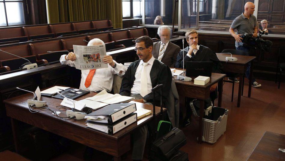 Angeklagte vor dem Oberlandesgericht Hamburg: Ventile exportiert
