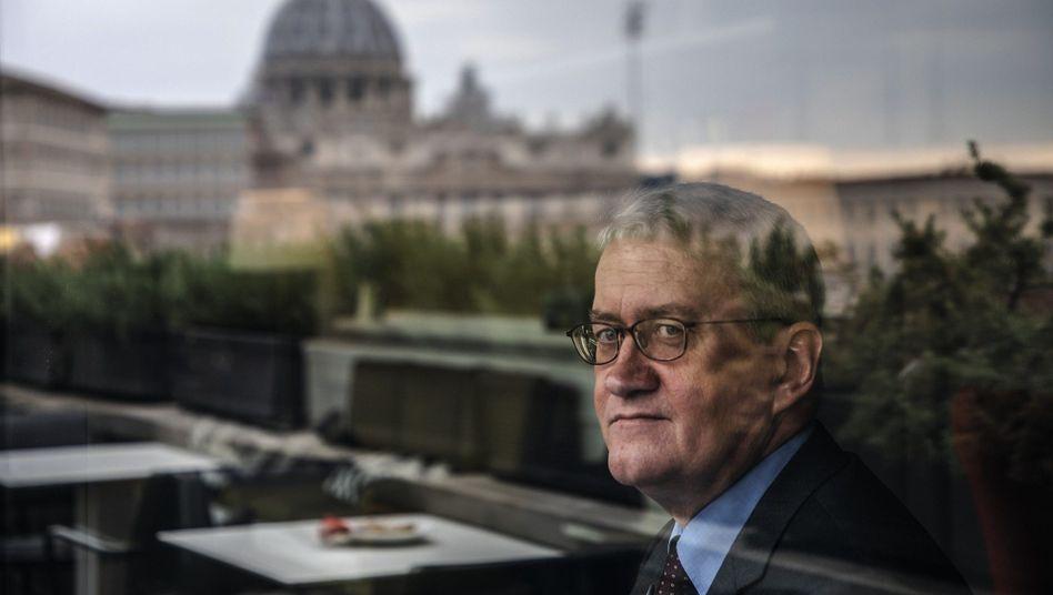 Philosoph Katsch vor dem Petersdom in Rom