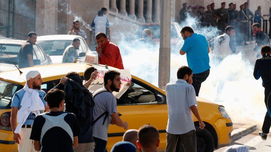 Wütende Menge: Auch vor dem Regierungssitz in Tunis kam es zu Ausschreitungen