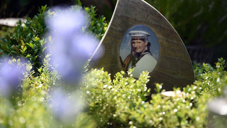 Foto auf dem Grab der Soldatin Jenny Böken