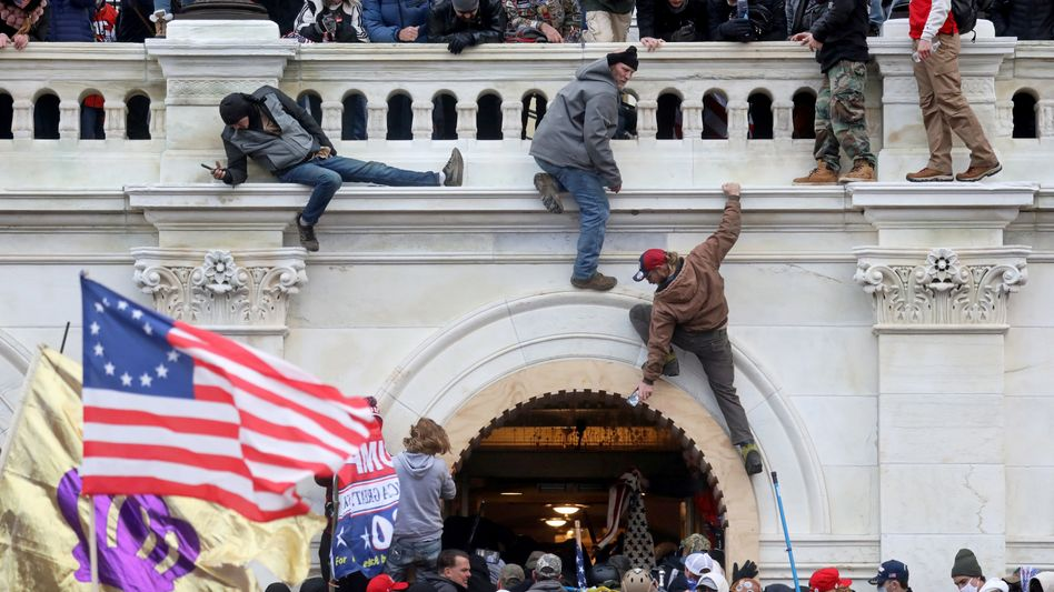 Angreifer am Kapitolgebäude (am 6. Januar)