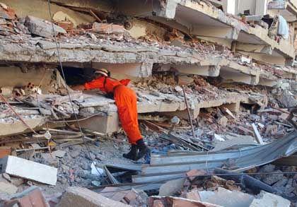 Schweizer Katastrophenschutzhelfer in Boumerdes: Rettungsteams aus Europa unterstützen die Arbeit der algerischen Einsatzkräfte