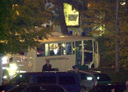 Waiblingen: Einsatzwagen vor der Schule