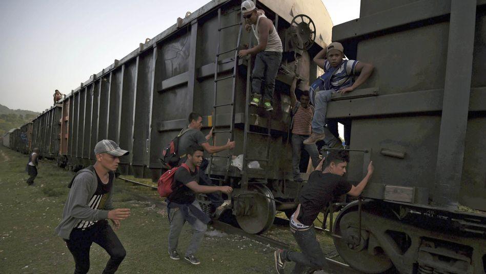 Flüchtlinge an Zug in Mexiko: In die USA - um jeden Preis